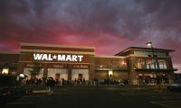 Wal-Mart reporta sólidas ganancias por alza de ventas en EE.UU.