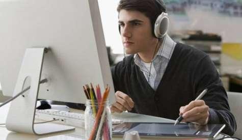 La música es el mejor acompañante en cualquier momento o situación y, en algunos casos, puede determinar el ritmo de tu productividad. Foto:sopitas.com