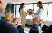 Los colaboradores estrella son aquellos que siempre levantan la mano para realizar las tareas más complicadas, dice Susan Cramm. Foto:buzzle.com