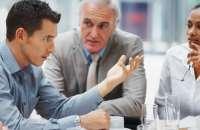 Un ejecutivo puede empezar a regular ciertas conductas en los empleados. Sin embargo, si no puede argumentar el porqué de las nuevas normas, perderá credibilidad. Foto:movlim.com