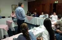 Capacidad de servicio, responsabilidad y autoridad son las principales características que debe tener un jefe líder en cualquier empresa. Foto:ahk-colombia