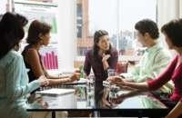 Ser un líder receptivo te ayudará a construir relaciones en la oficina, que son el comienzo de grandes ideas y de un clima laboral productivo. Foto:altonivel