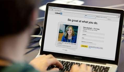 8 claves para utilizar Linkedin en horario laboral Fuente:stemjobs.com