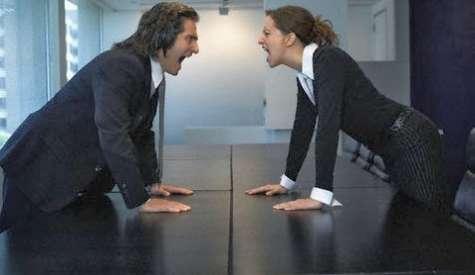 La manipulación de un conflicto con un subalterno en el trabajo puede ser un desafío porque es necesario para hacer las paces, pero aún debes mantener tu posición de autoridad. Foto:2.bp.blogspot.com