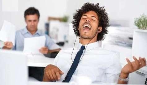 La música en la oficina aumenta la productividad labora. Foto:blogspot.com