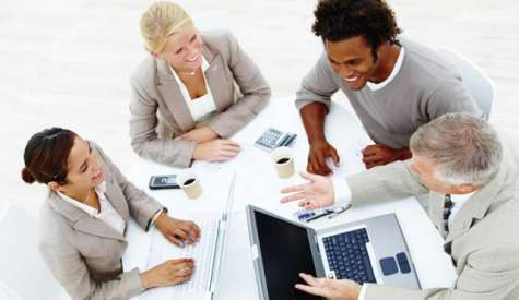 Cada vez más son las empresas que reconocen el valor de sus buenos empleados, por lo que no sólo ofrecen buenos sueldos, sino también otro tipo de beneficios, denominados