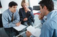 El 84% de los hombres y mujeres sondeados manifiestan que trabajan para aumentar su capital de carrera. Foto:coyunturaeconomica.com