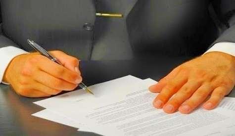 Existe una serie de controles mínimos a tener en cuenta en una auditoría interna que incluya la revisión de contratos comerciales. Foto:archivo