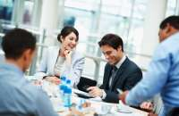 Si los empleados están felices, aumenta la productividad y es menos probable que se vayan. Foto:ryrconsultores.com