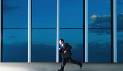 Uno de los errores más repetitivos de algunos empleados es las continuas llegadas tarde a la oficina. Foto:negoziador.es