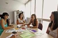 El trato humano es lo que más motiva a un trabajador que se siente persona en la empresa y no un simple número más. Foto:finanzas.com
