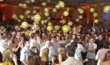 Es recomendable establecer códigos de vestimenta para la fiesta. Foto:blog.eventioz.com