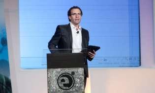 Pablo Belly dando una de sus conferencias | Credito: Televisa